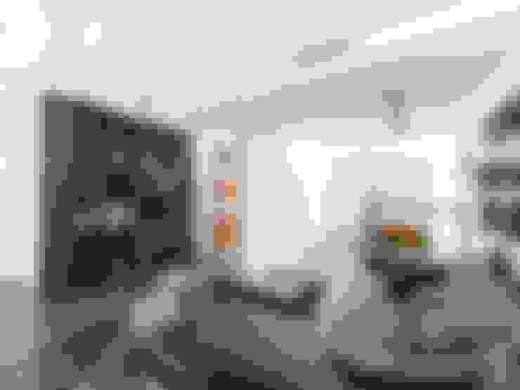Living room by Andrea Stortoni Architetto