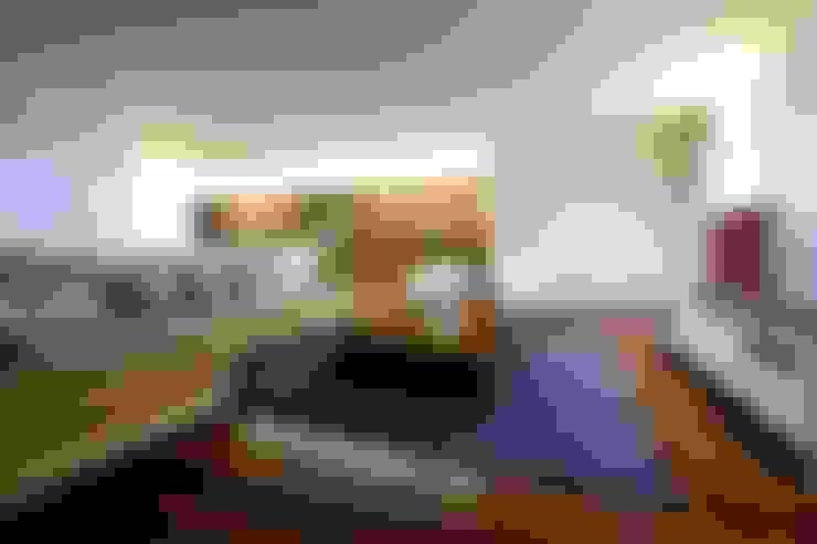 Living room by Risco Singular - Arquitectura Lda
