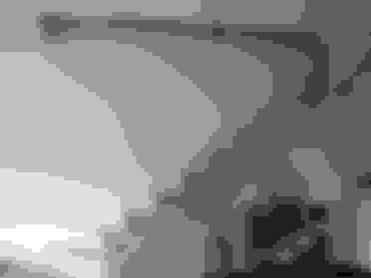 Acier et sandow: Escalier de style  par ATELIER MACHLINE