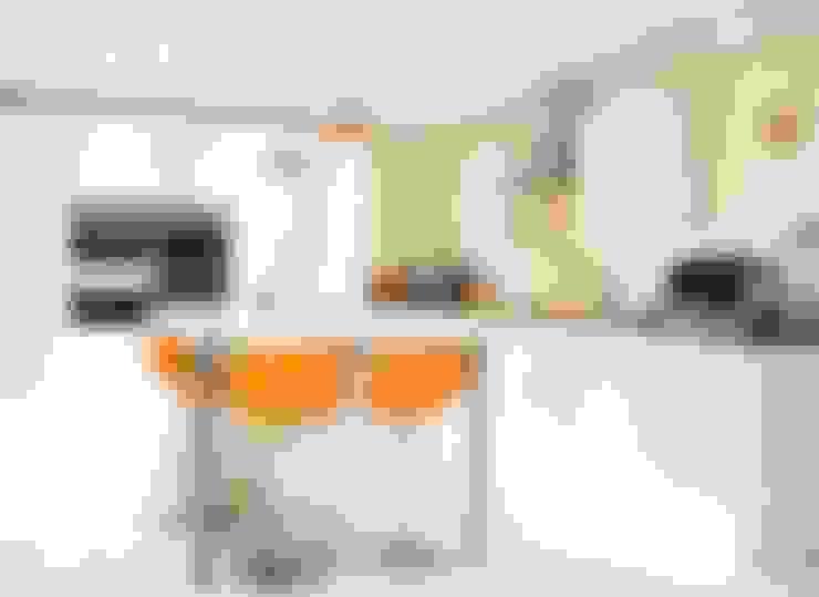 Cozinha  por Rebecca Coulby Interiors
