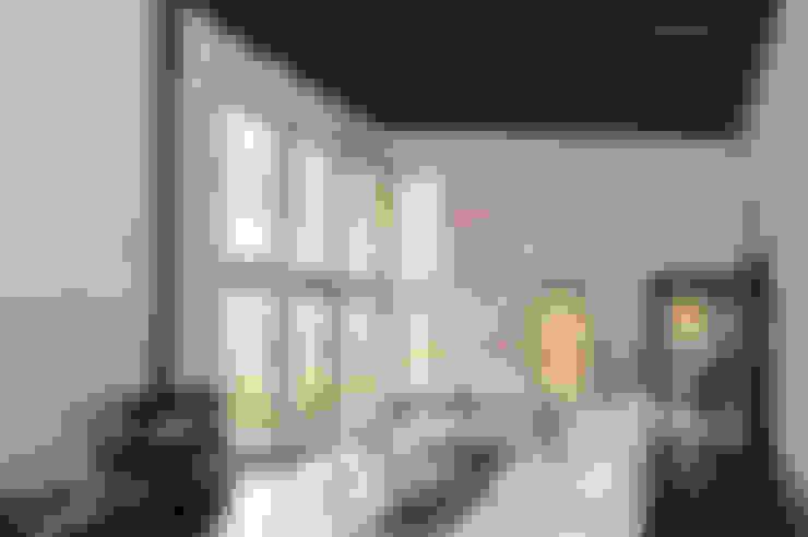 PORT DEL COMTE:  de estilo  de HOUSE HABITAT