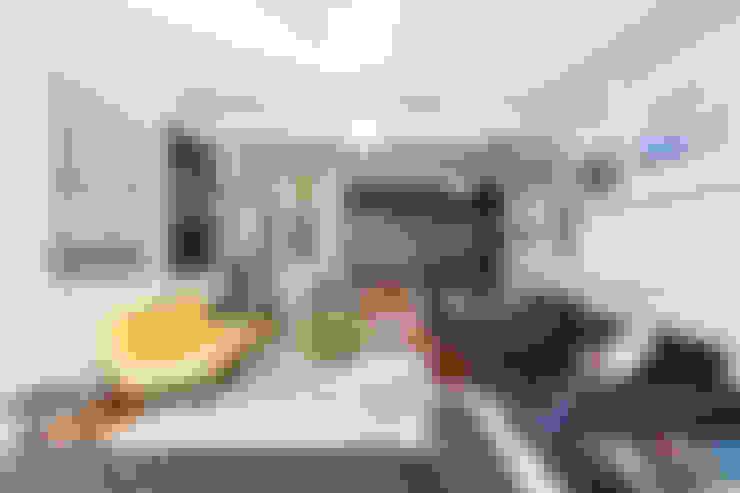 Residência Lorena: Salas de estar  por Mauricio Arruda Design