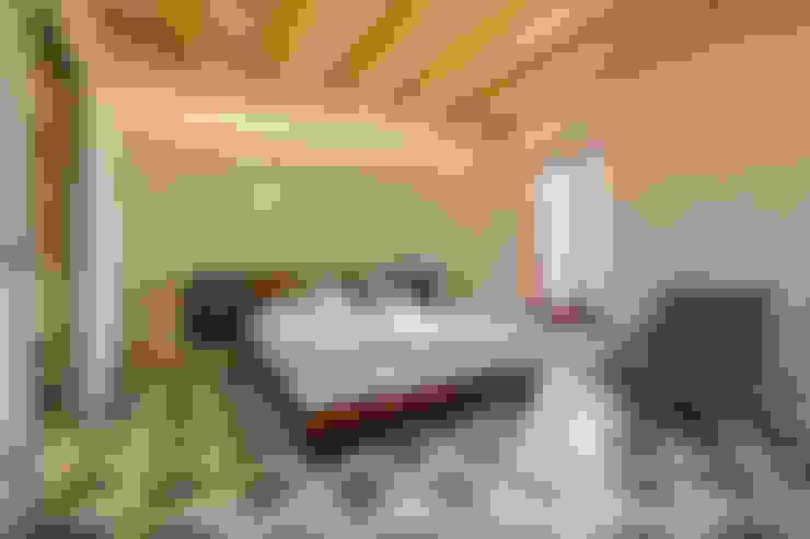 Bedroom by Viviana Pitrolo architetto