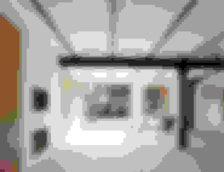 Dining room by JAN RÖSLER ARCHITEKTEN