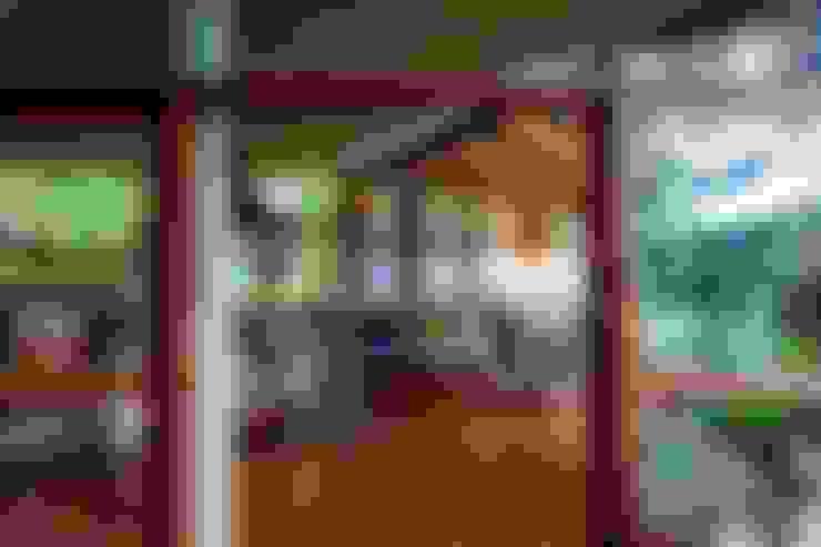 Casa da Floresta: Cozinhas  por Ferraro Habitat