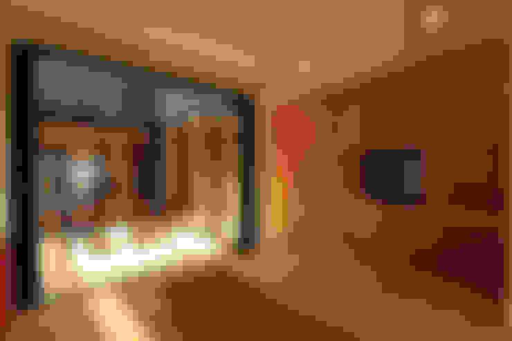 Ruang Keluarga by スペースワイドスタジオ