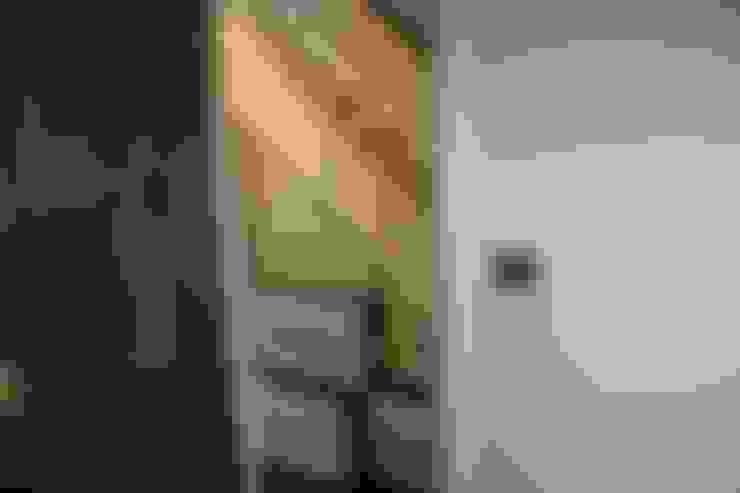 Couloir, entrée, escaliers de style  par Roberts 21st Century Design