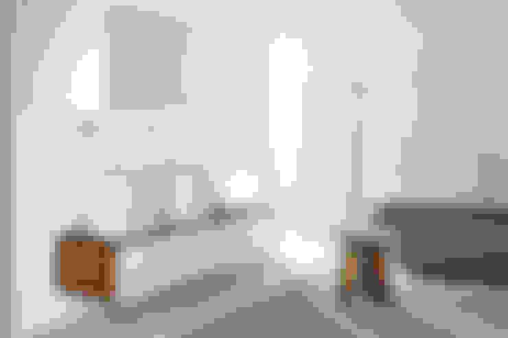 Banheiros  por NEUTRA DESIGN