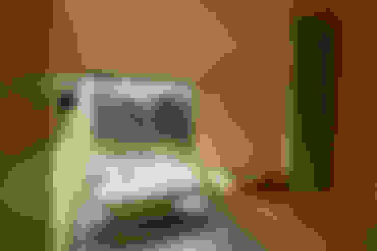 Casa no Gerês: Casas de banho  por CORREIA/RAGAZZI ARQUITECTOS