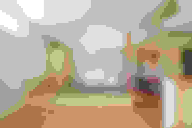 Salon de style  par ウタグチシホ建築アトリエ/Utaguchi Architectural Atelier