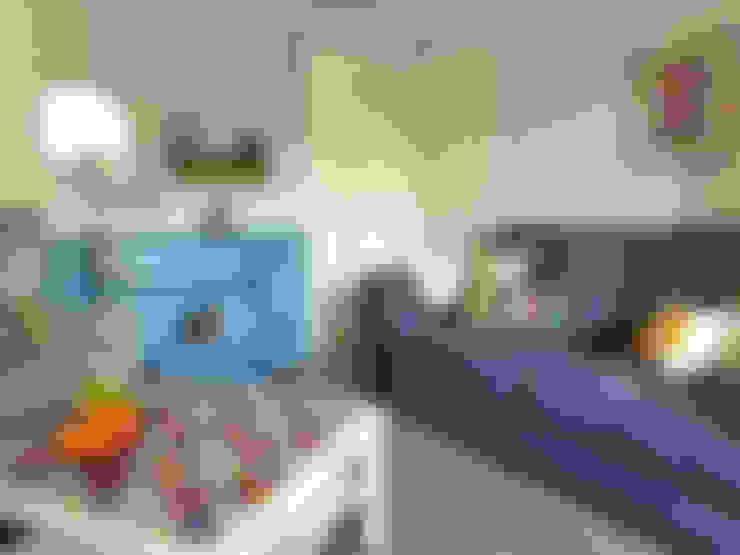 Salas de estar  por Crow's Nest Interiors