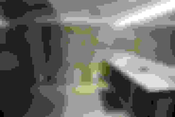 浴室 by altholz, Baumgartner & Co GmbH