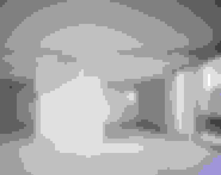 一階個室: 津野建築設計室/troomが手掛けた寝室です。