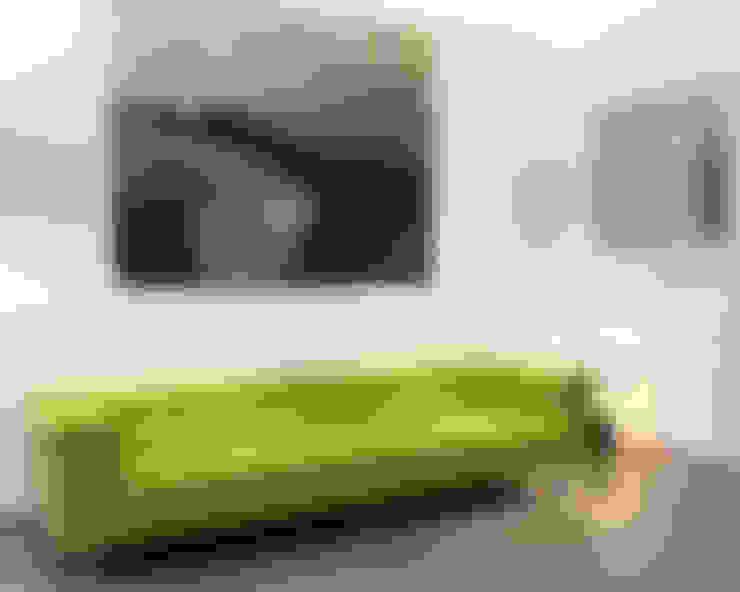 Living room by uh .Wand & Raum GmbH