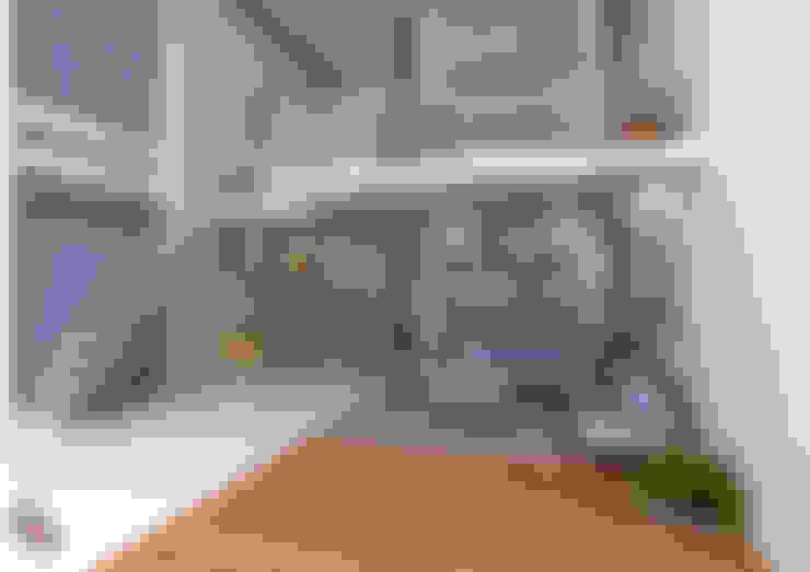 Minimalistic Interior spaces ---Living room interiors:  Living room by Preetham  Interior Designer