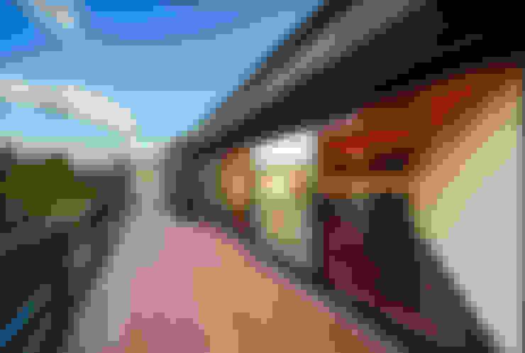 Terrazas de estilo  por 傳寶慶子建築研究所
