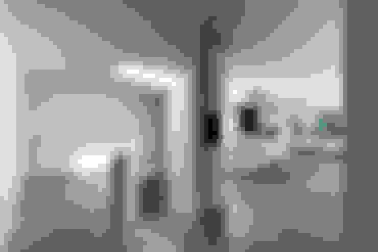 走廊 & 玄關 by 123DV Moderne Villa's