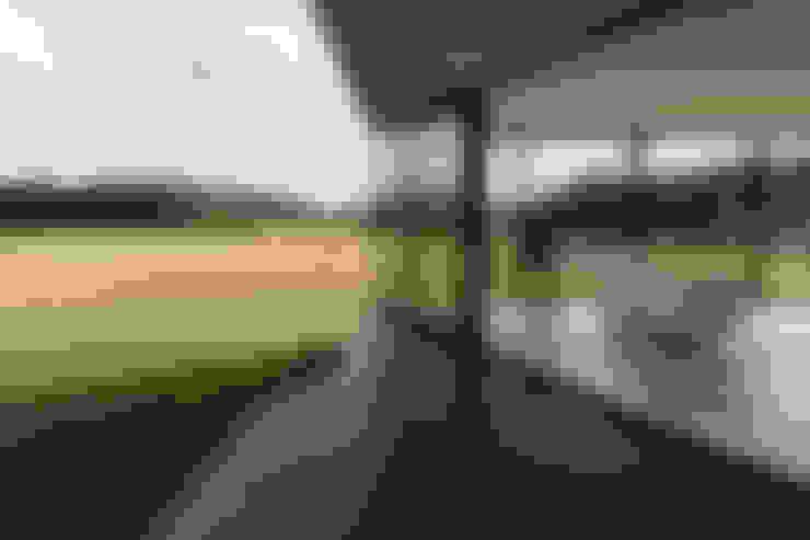 Bridge House:  Terras door 123DV Moderne Villa's
