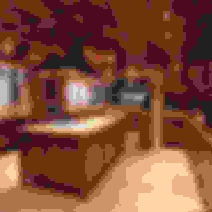 Residências na Praia luxuosas : Cozinhas  por Cristina Amaral Arquitetura e Interiores