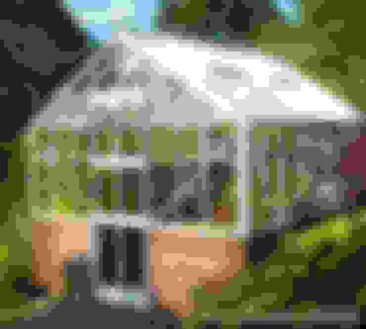 Elite Thyme Dwarf Wall 8ft Wide Greenhouse:  Garten von homify