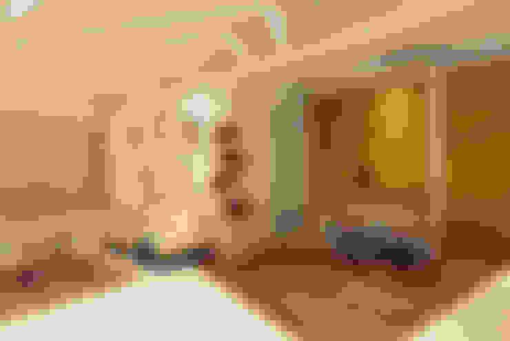 MR. ANCHAL'S RESIDENCE:  Living room by NEX LVL DESIGNS PVT. LTD.