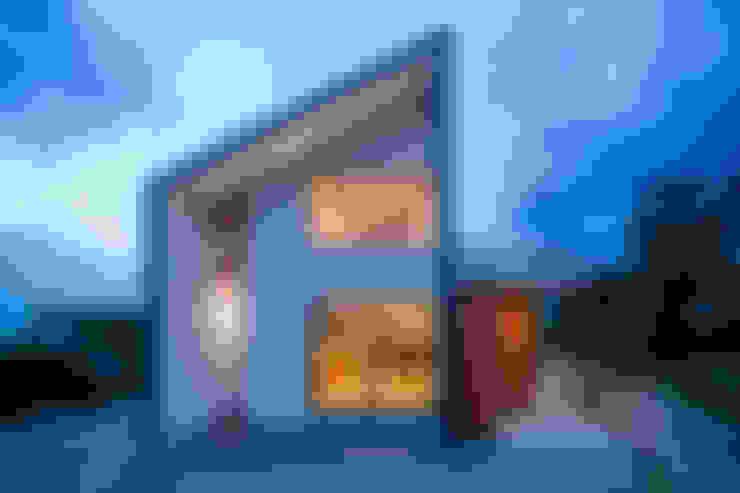 Casas de estilo  por  スタジオアウラ一級建築士事務所