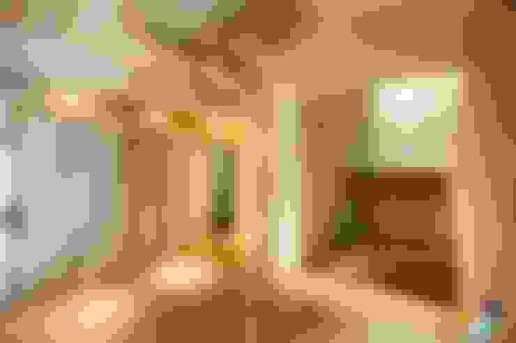 Pasillos y vestíbulos de estilo  por Studio Projektowe Projektive