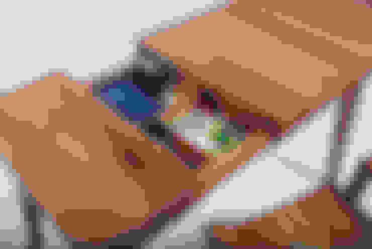 DESK SET: Woodstudio MAUM의  아이 방