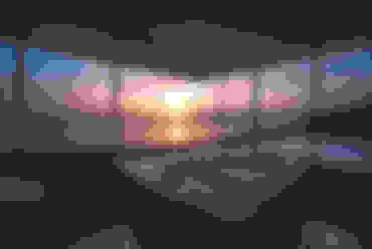 浴室夕景: 株式会社仲亀清進建築事務所が手掛けたスパ・サウナです。