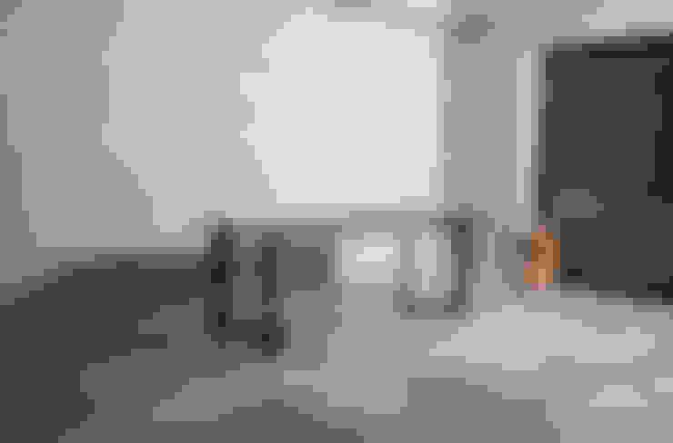 테이블 / wedge table: JEONG JAE WON Furniture 정재원 가구의  다이닝 룸