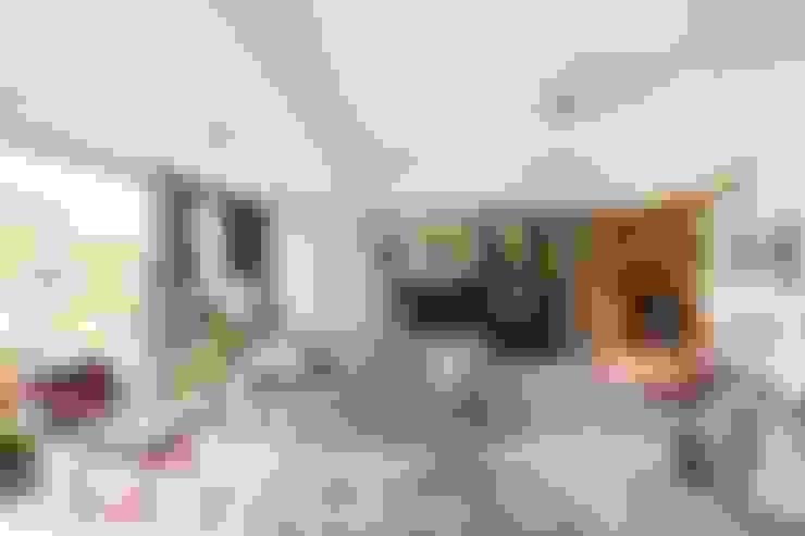 HANDE KOKSAL INTERIORS – House S - S Evi:  tarz Oturma Odası