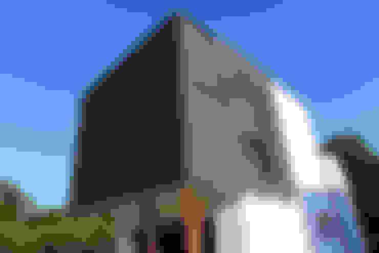 Rumah tinggal  by AD+ arquitectura
