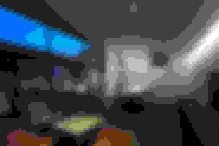 箱森町の家: 石井秀樹建築設計事務所が手掛けたリビングです。