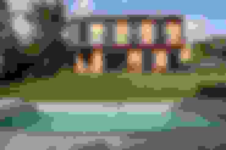 La façade sud et la piscine: Maisons de style  par Atelier d'Architecture Marc Lafagne,  architecte dplg