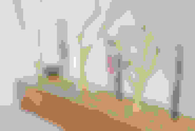 Pensil vase: SON그릇공방의  거실