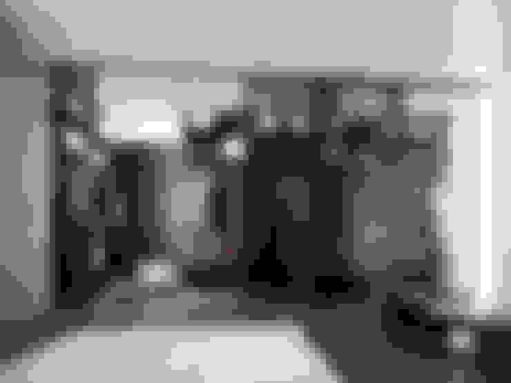 Dressing room by HOME Schlafen & Wohnen GmbH