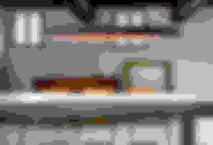 Comedor de estilo  por Italian Lights and Furniture Ltd