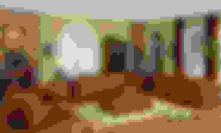 Leather Sofa:  Living room by Locus Habitat