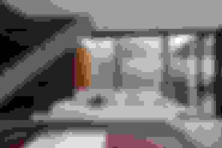 Living room by ZAAV Arquitetura
