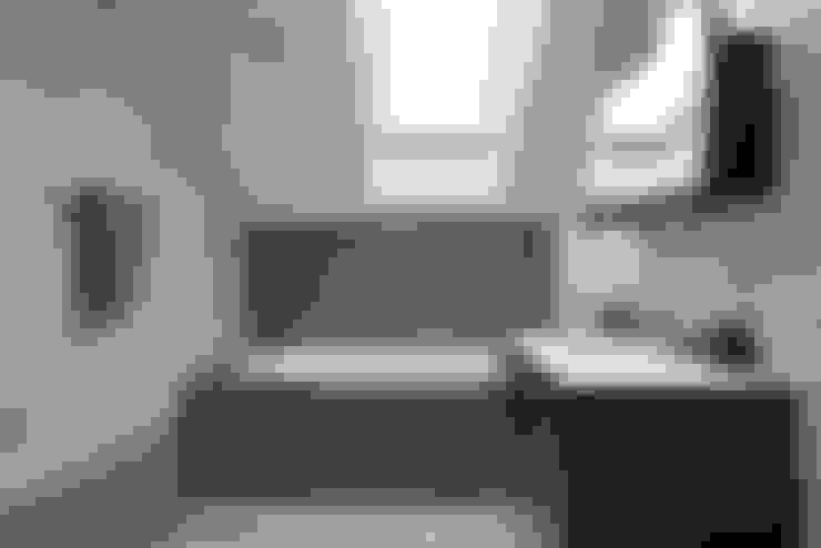 Загородный дом в коттеджном поселке «Красная горка» - 235 м² : Ванные комнаты в . Автор – Ольга Кулекина - New Interior