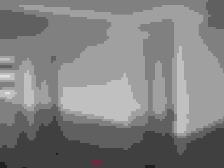 Apartamento Colorido - Antes: Salas de estar  por Brunete Fraccaroli Arquitetura e Interiores