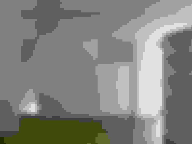 梅ヶ丘の家: 栗原隆建築設計事務所が手掛けたウォークインクローゼットです。