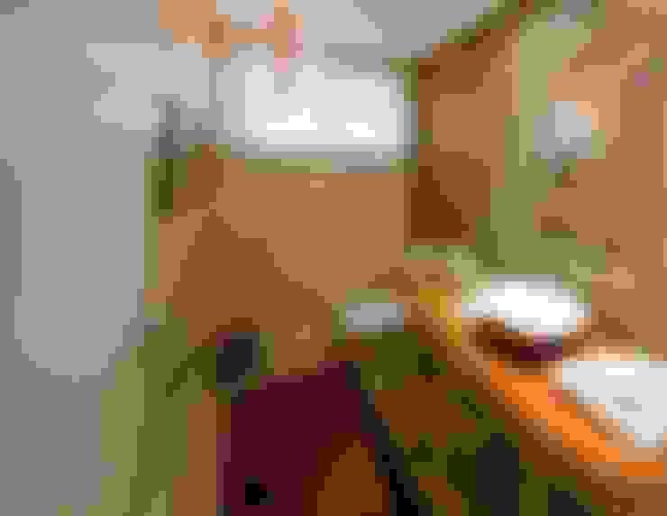Projeto arquitetônico de interiores para residencia unifamiliar. (Fotos: Lio Simas): Banheiros  por ArchDesign STUDIO