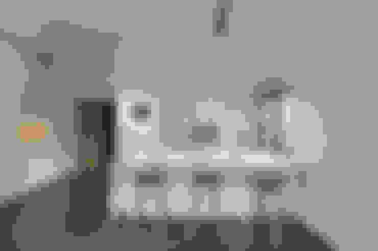 Compassvale Ancilla:  Kitchen by Eightytwo Pte Ltd