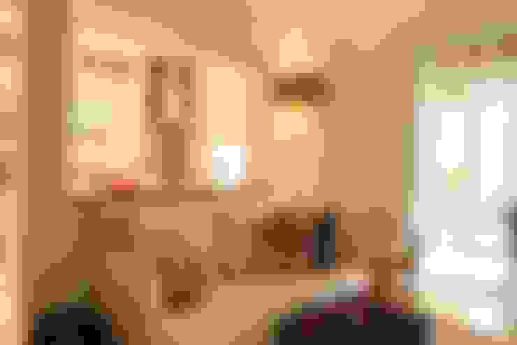 Sala Tv e Cozinha: Salas de estar  por Ornella Lenci Arquitetura