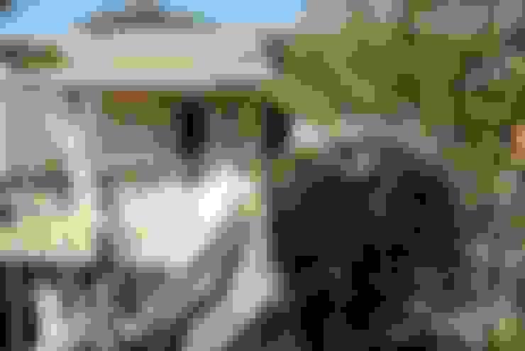 Passarela para Quartos: Casas  por Ornella Lenci Arquitetura