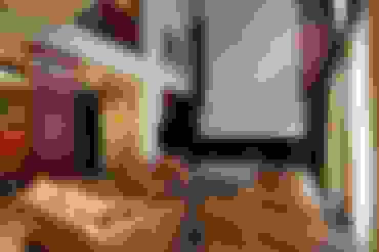 Подмосковный загородный дом для отдыха большой семьи и приема гостей  : Гостиная в . Автор – AlenaPolyakova.com