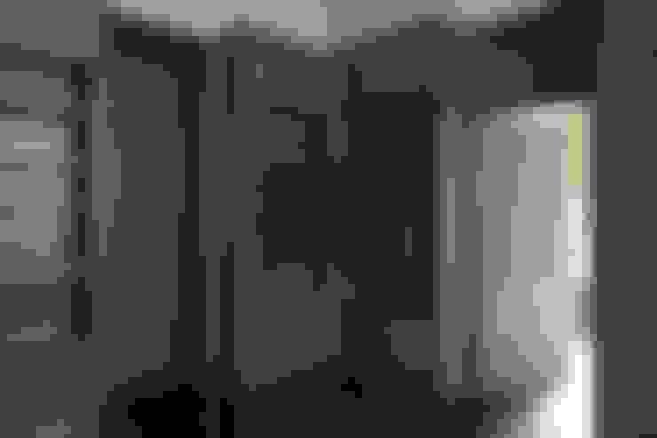 Подмосковный загородный дом для отдыха большой семьи и приема гостей  : Стены в . Автор – AlenaPolyakova.com