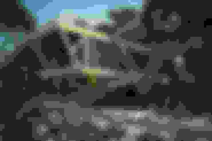 Дом у ручья: Дома в . Автор – Максим Любецкий