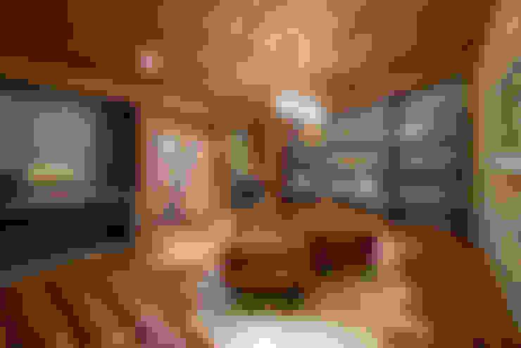 Vestidores y placares de estilo  por Riskalla & Mueller Arquitetura e Interiores